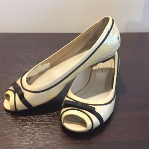 Linea Paola cream and black bow tie flats